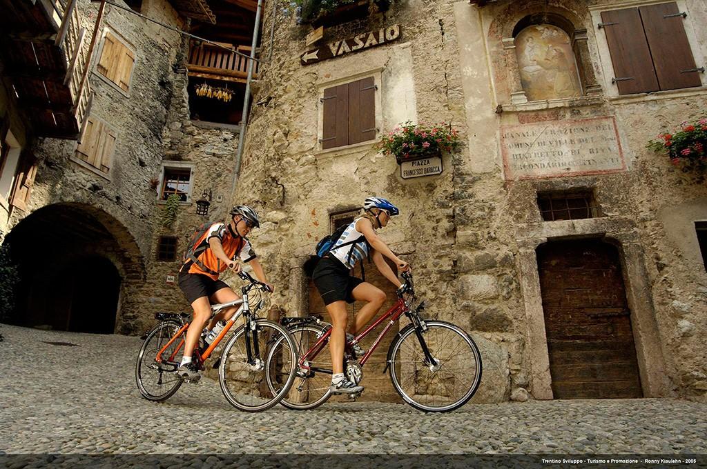 Trekking Bikes am Canale di Tenno im Ledrotal (Valle di Ledro)