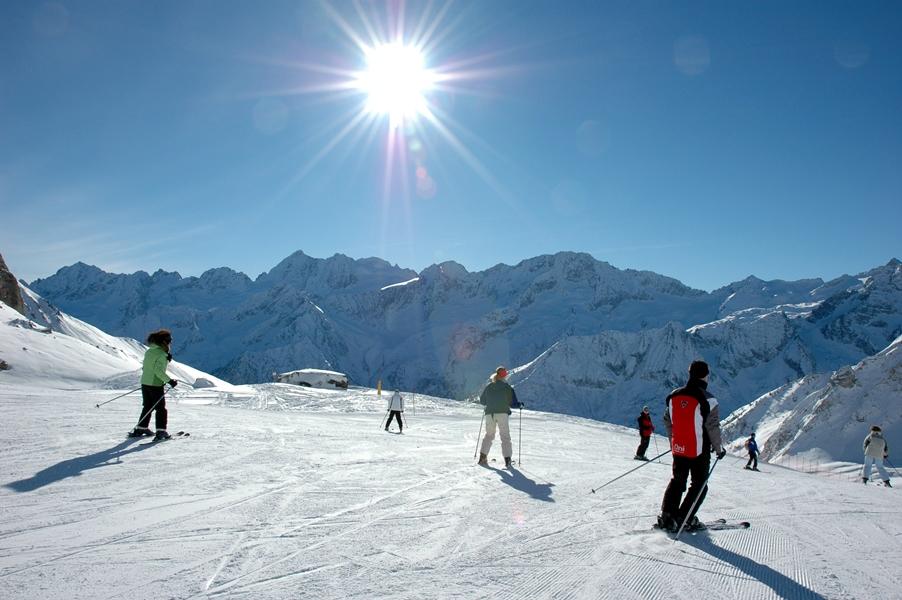 Ab auf die Piste beim Val di Sole Skifahren